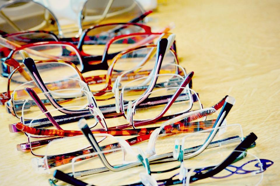 Même en ligne, j'arrive à trouver un large choix de montures et de verres adaptés à mes goûts et ma vue